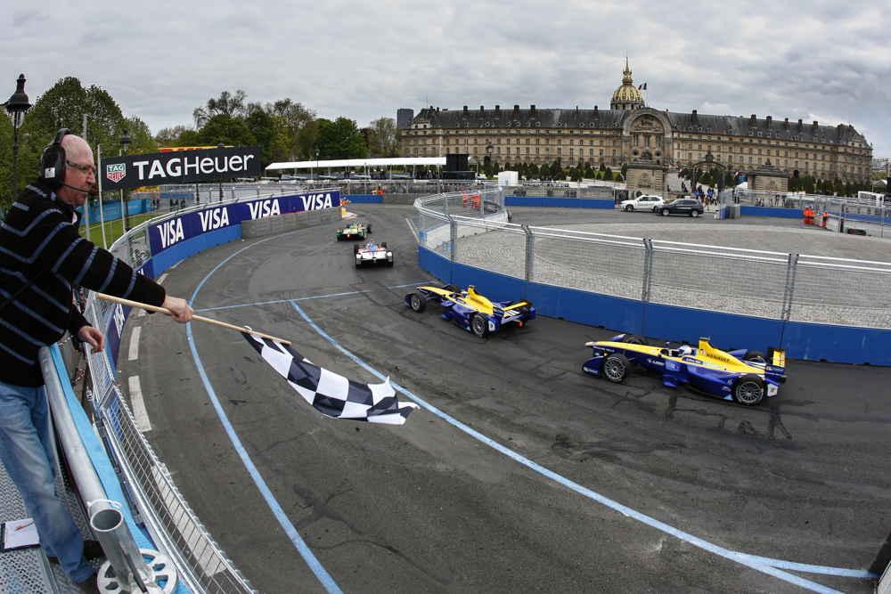 Buemi in front of Prost at the Paris E-prix