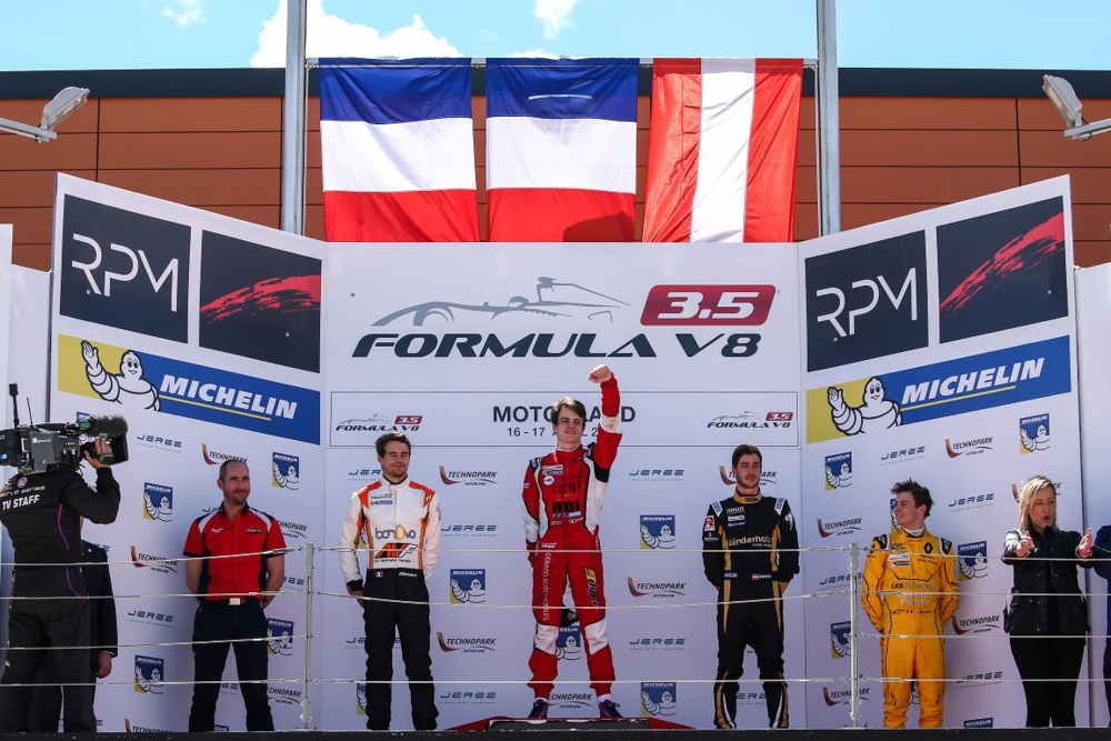 Panis takes maiden win in Motorland