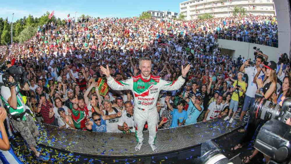 A brilliant and emotionally charged victory for Tiago Monteiro in Vila Real