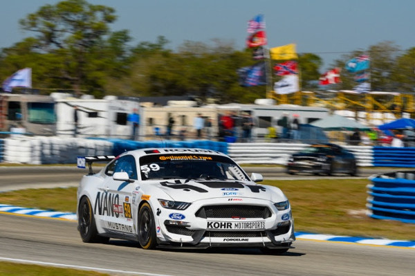 FORD MUSTANG GT4 ON TRACK